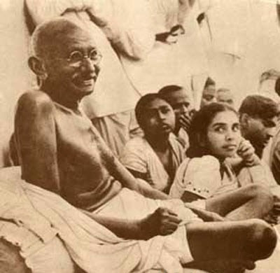 Mahatma Gandhiji con dei bambini